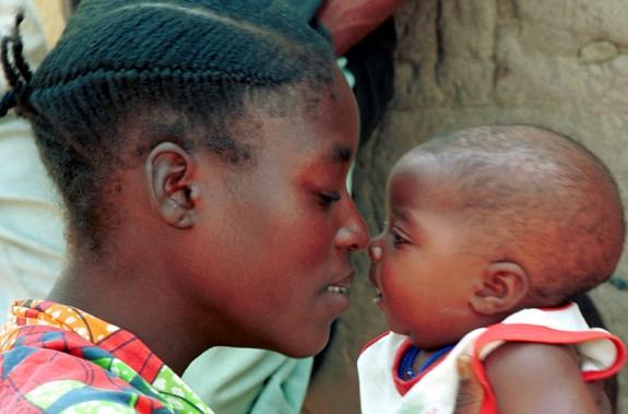 POR LAS MADRES, DE AFRICA... Maternitats.-Angola-575x379