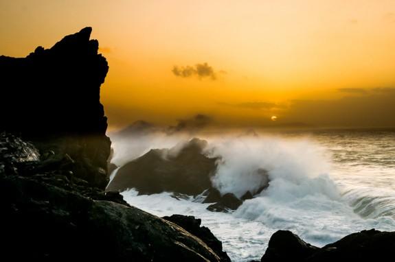 Tormenta en Punta Frouxeira a la puesta de sol